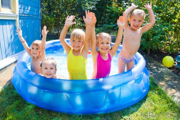 kiddie-pool-with-five-kids